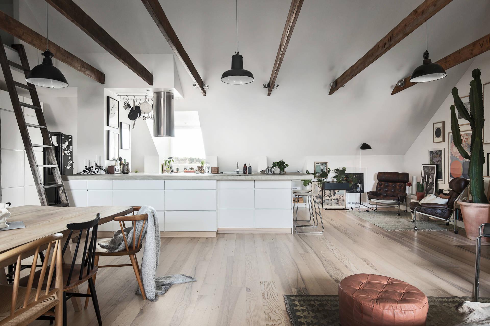 кухня мансарда высокий потолок балки