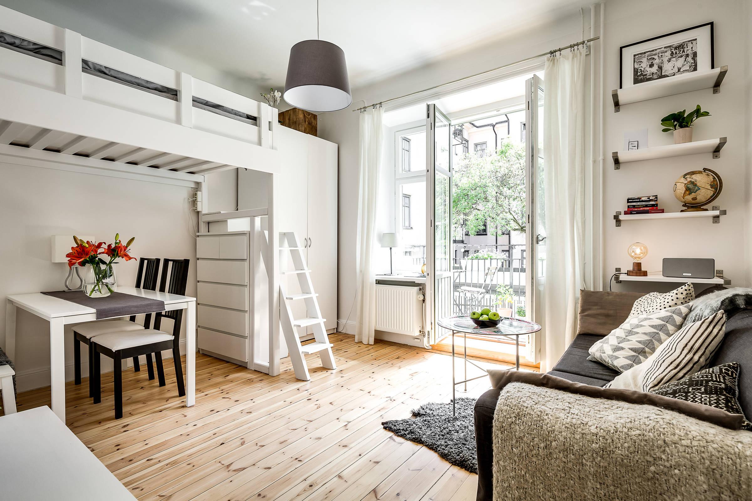 гостиная кровать стол стулья
