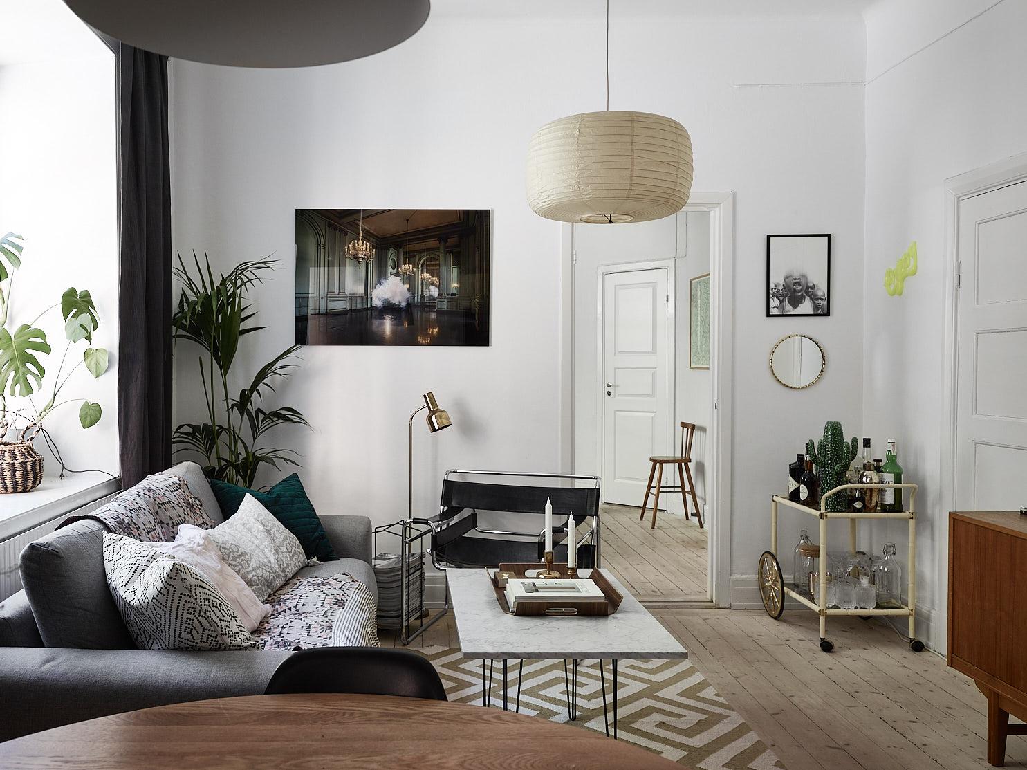 гостиная диван кресло журнальный столик ковер