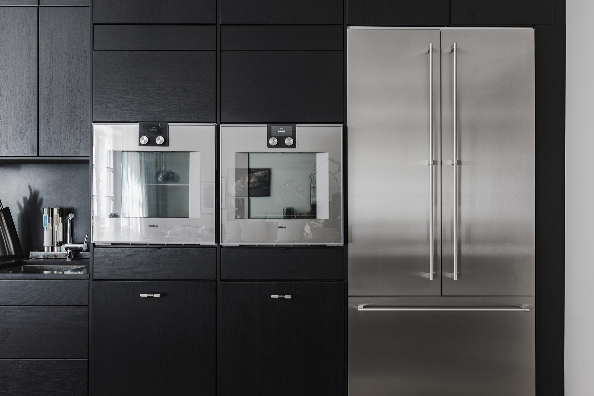кухня шкаф встроенная техника холодильник