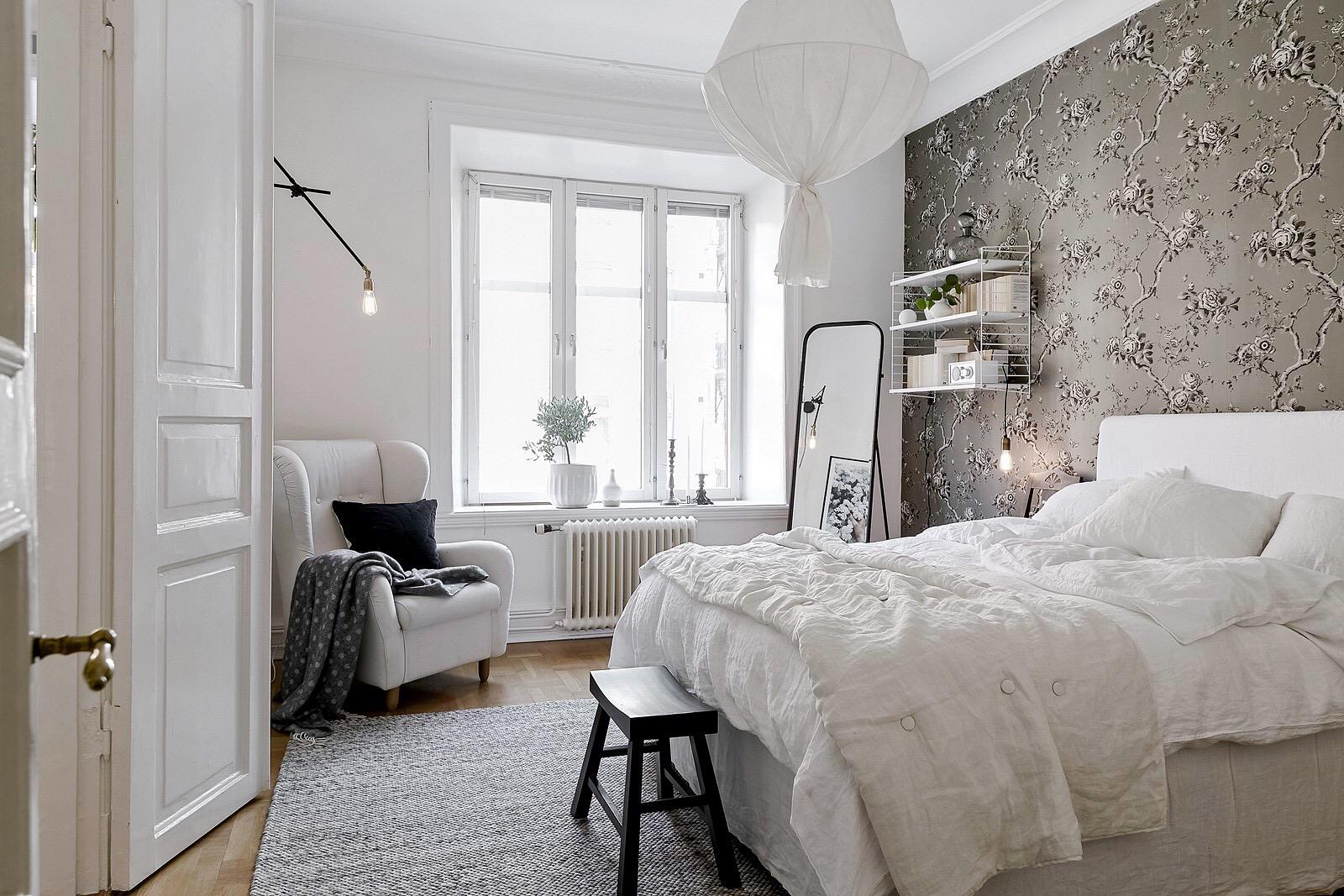 спальня кровать окно кресло скамейка
