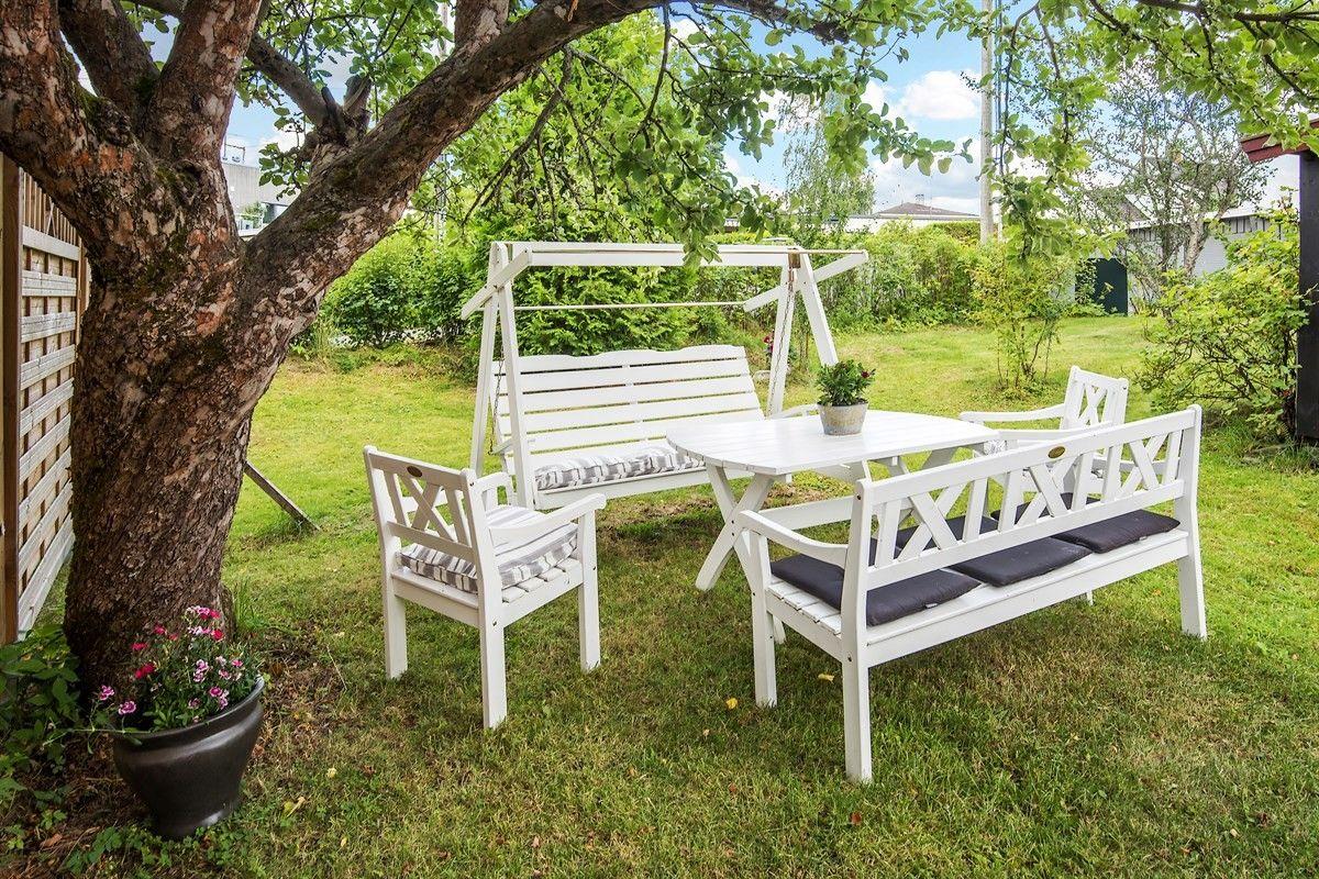 участок газон забор уличная садовая мебель скамья качели