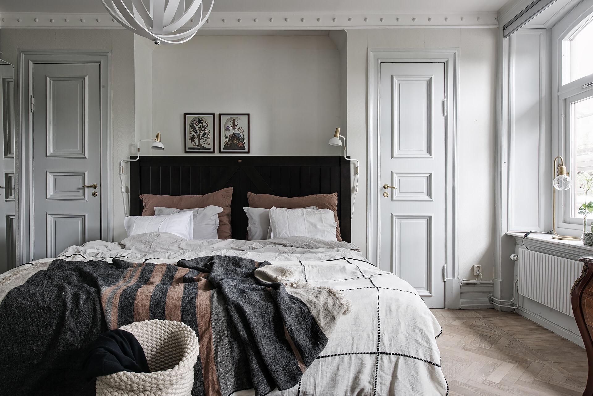 спальня кровать изголовье окно дверь