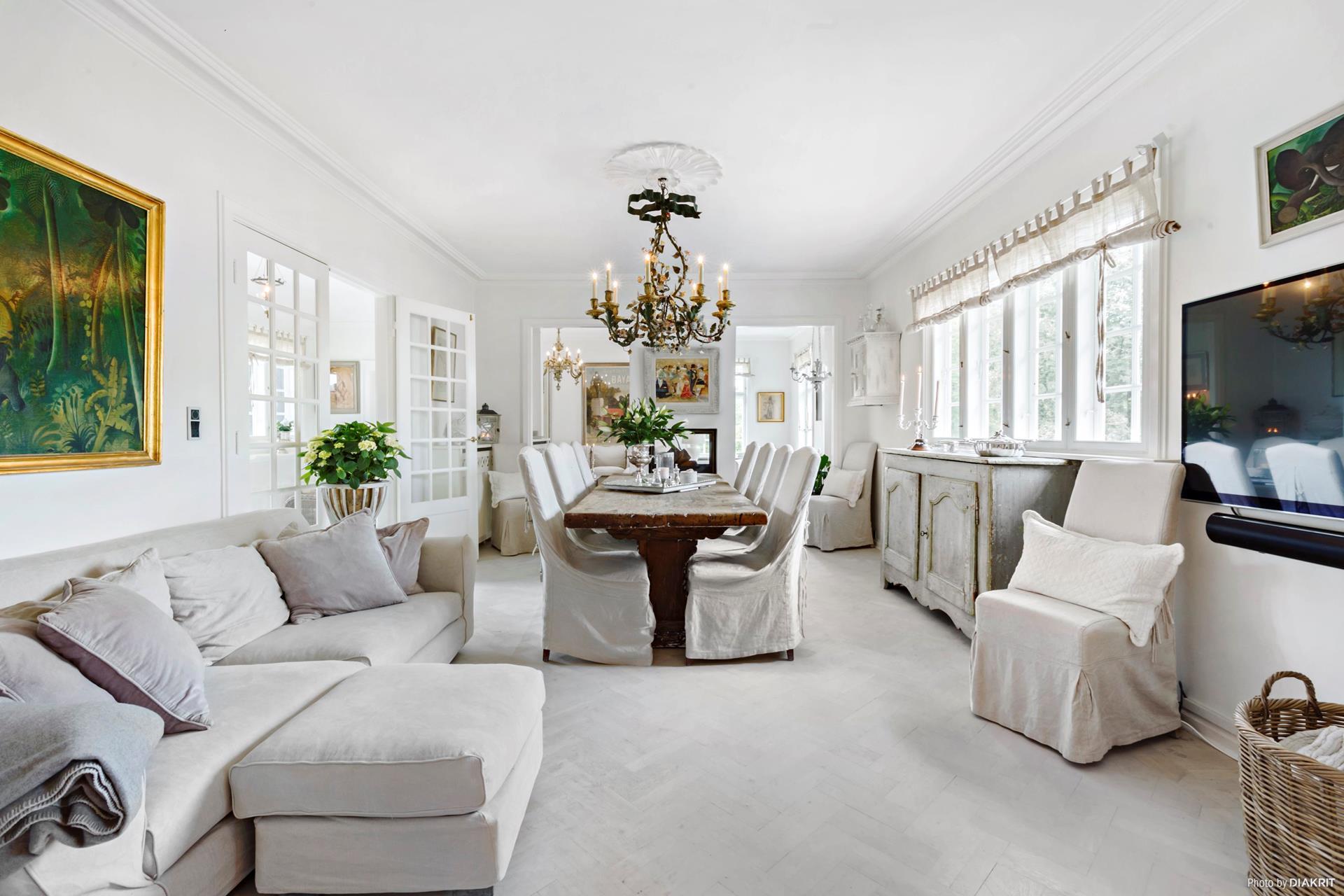 гостиная столовая мягкая мебель диван кресло комод телевизор корзина