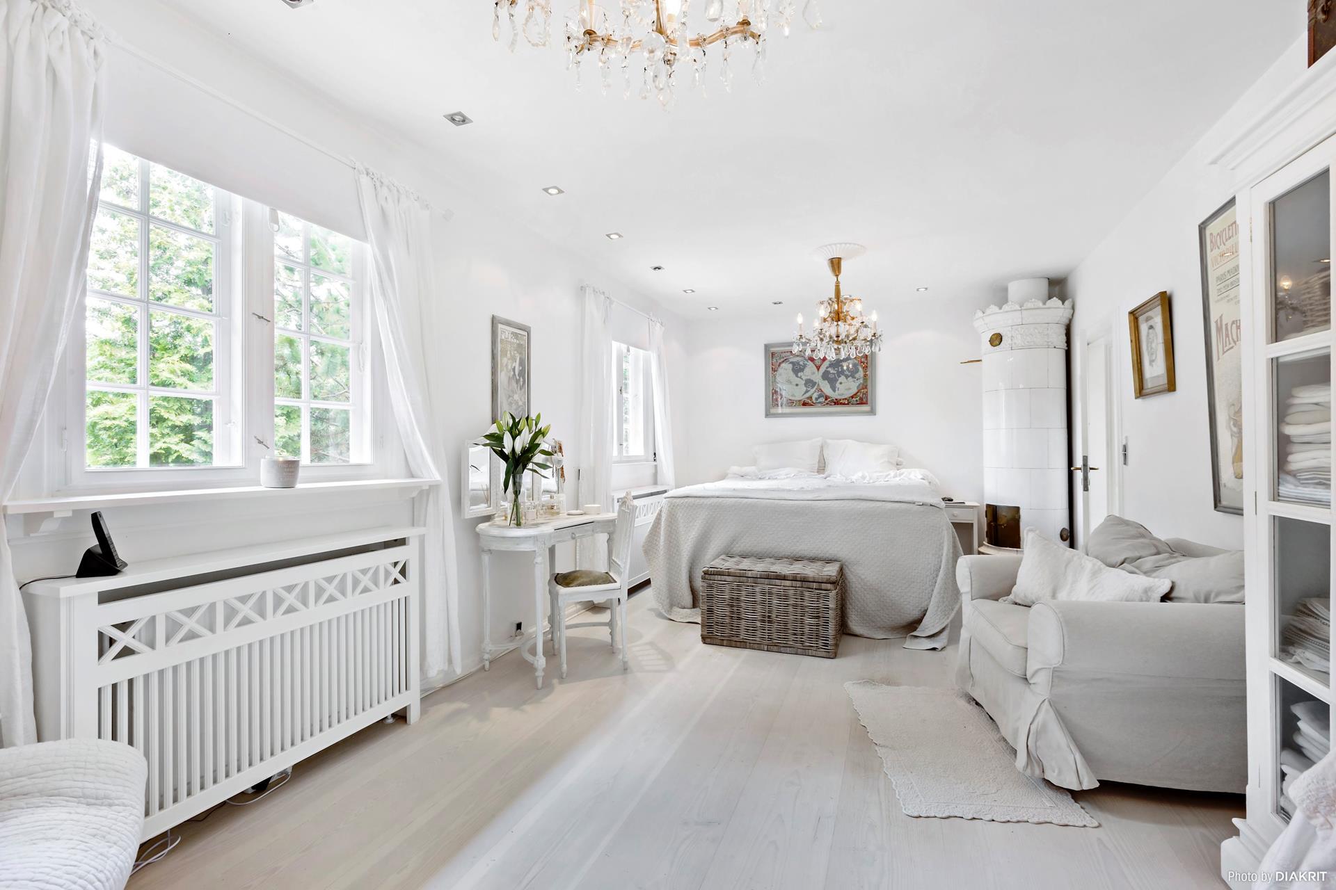 спальня кровать печь сундук кресло эсмеситель радиатора люстра