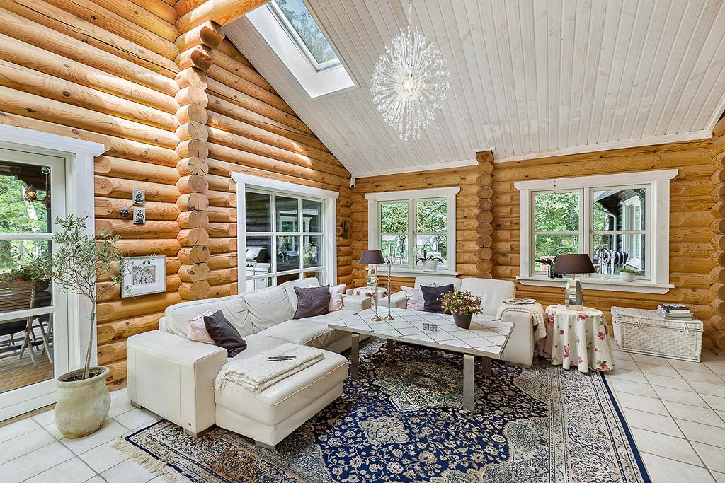 гостиная диван высокий потолок