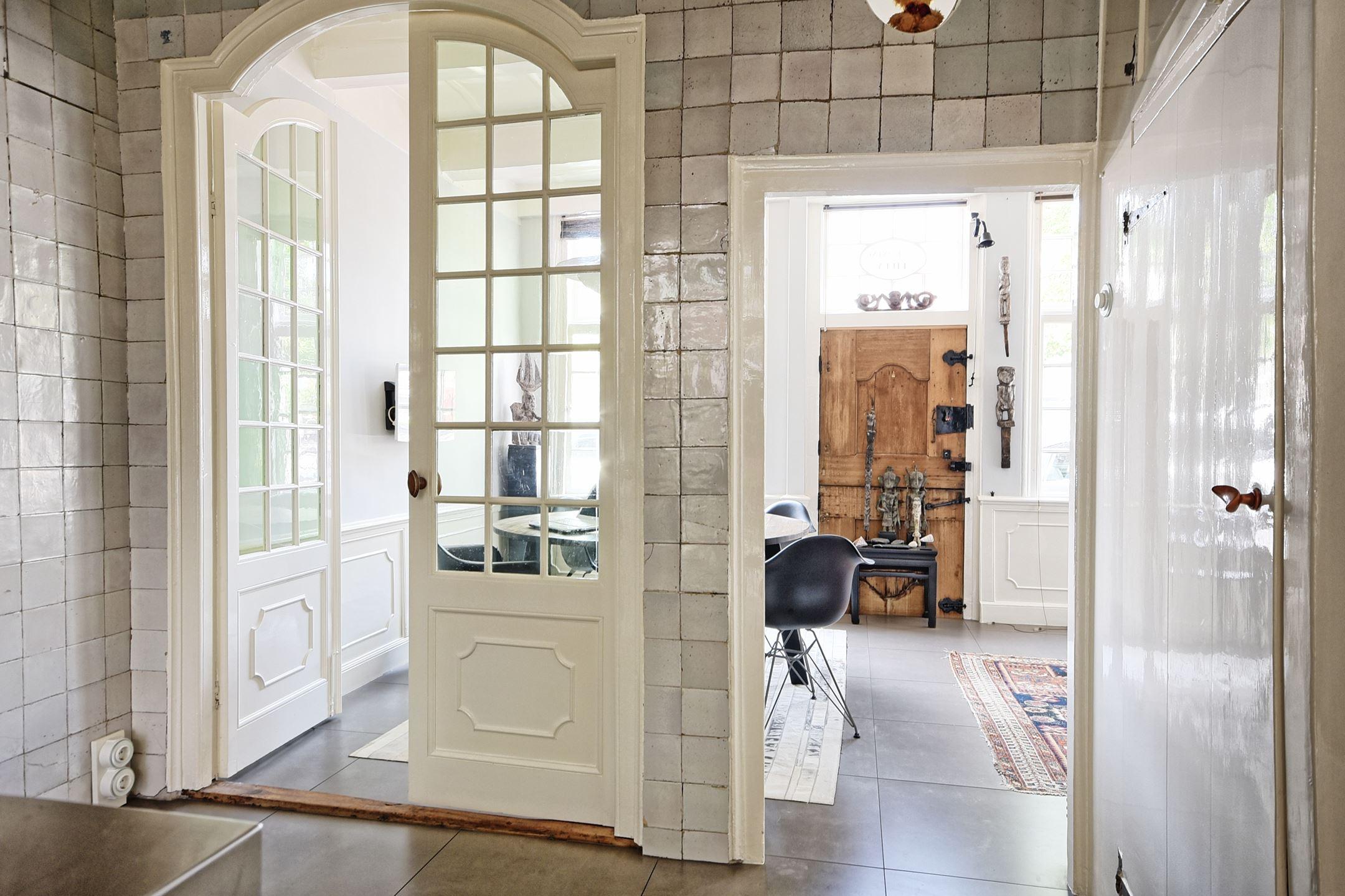 высокие арочные двери плитка ретро