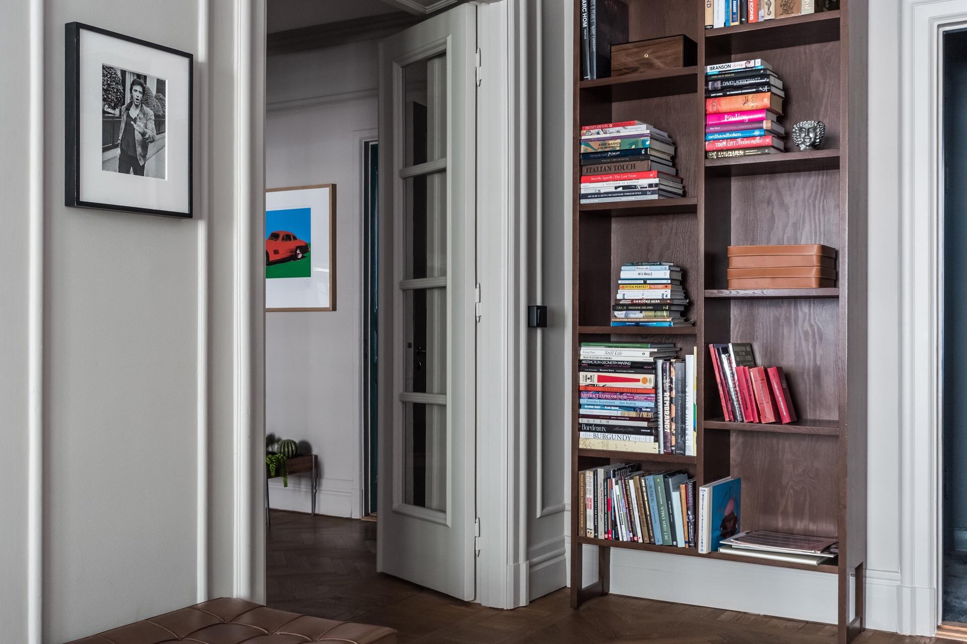 стеклянные распашные двери книжный шкаф