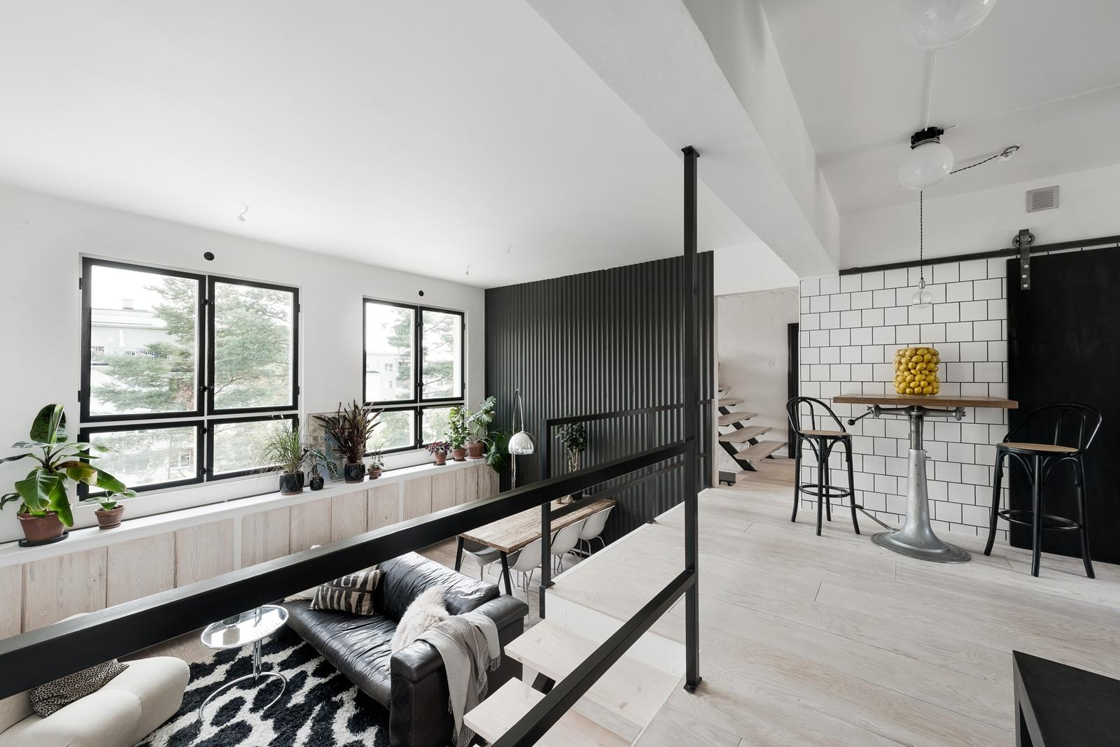 гостиная высокий потолок лестница