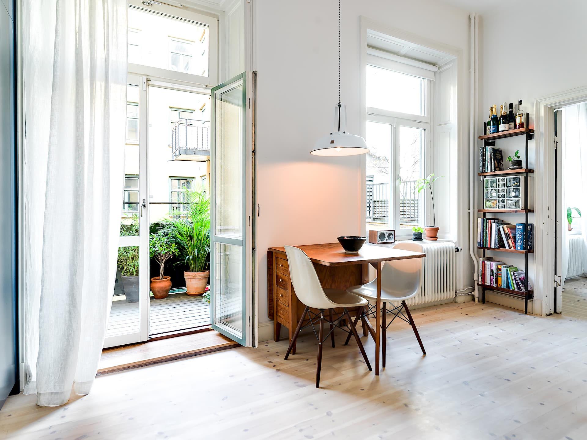 кухня столик стеклянная дверь балкон