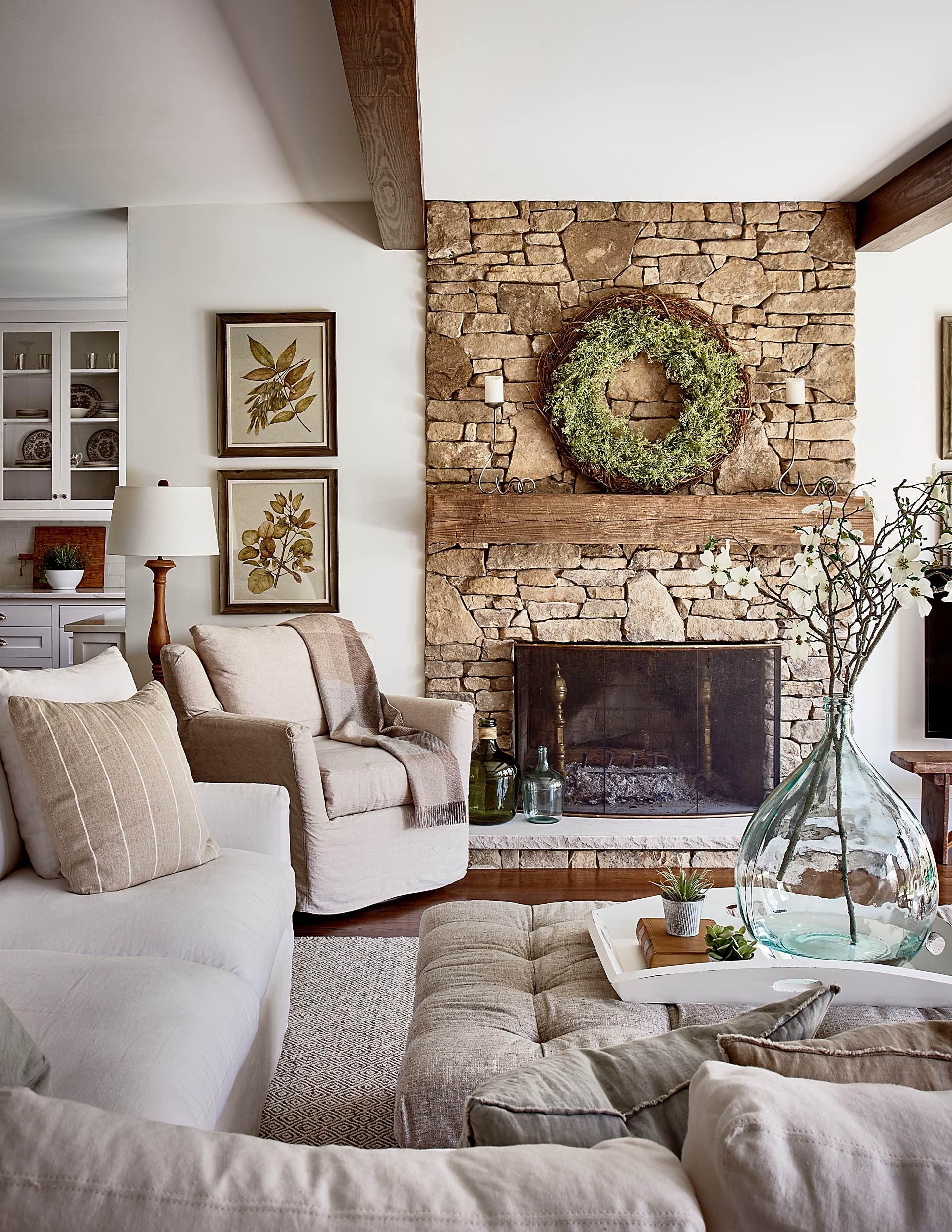 гостиная камин диван кресло каменная кладка