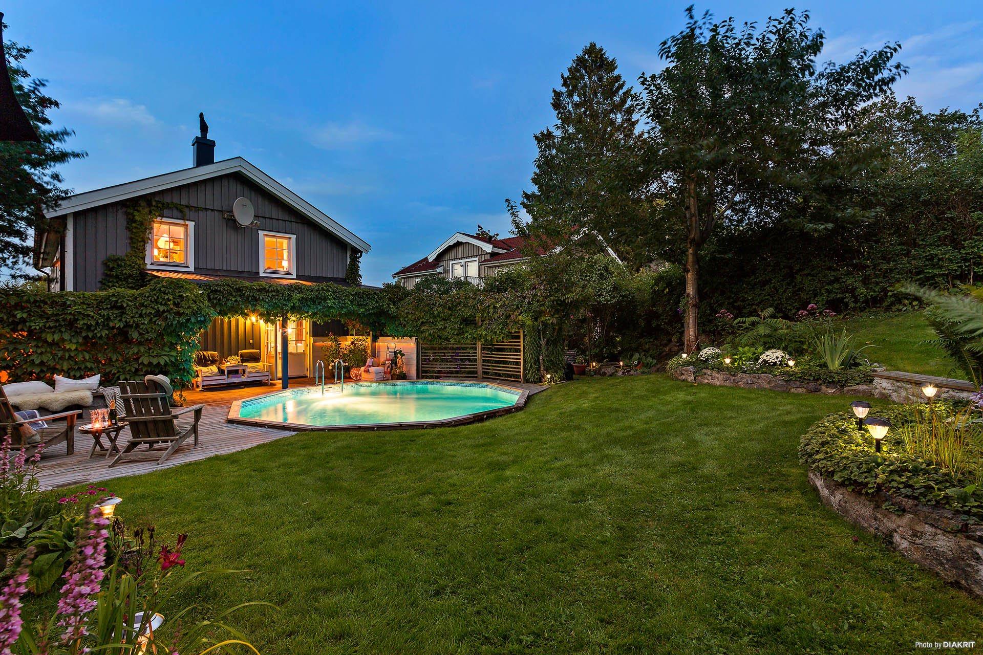 дом вечерняя подсветка бассейн терраса