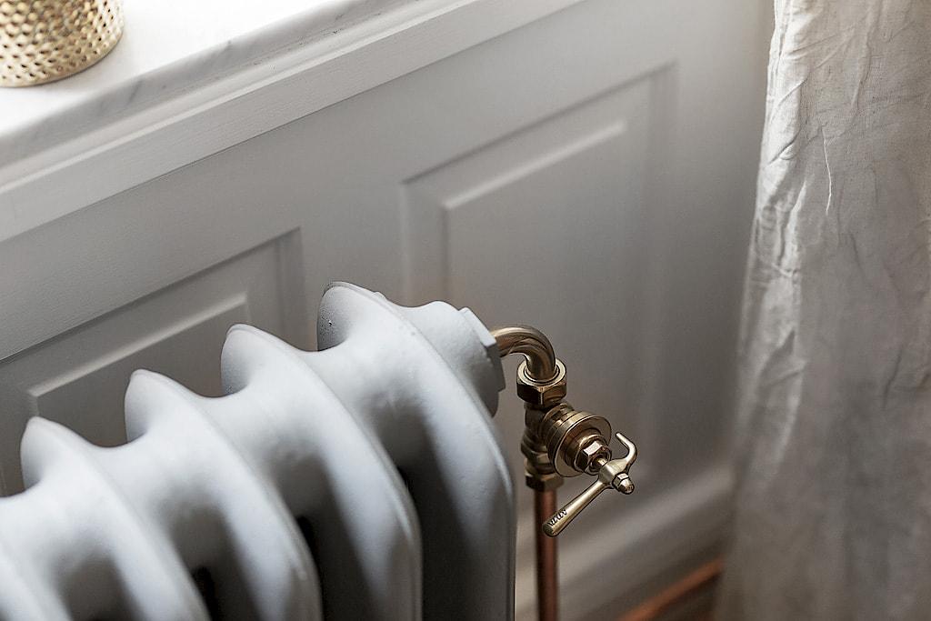окно подоконник радиатор