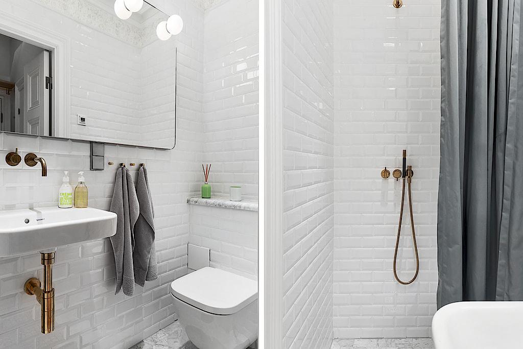 санузел подвесной унитаз душ белая плитка кабанчик раковина зеркало
