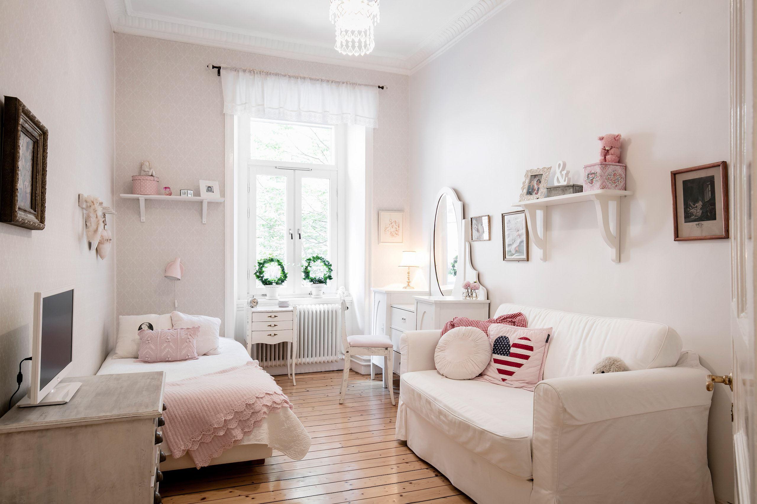 детская комната спальня кровать диван комод зеркало