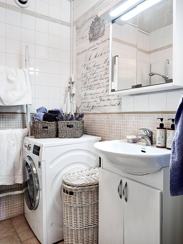 санузел раковина смеситель зеркало комод стиральная машина корзины лесенка