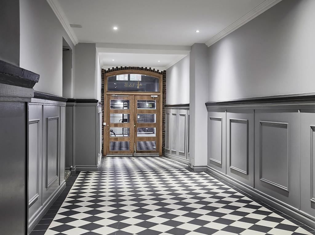 входная дверь парадная коридор подъезд