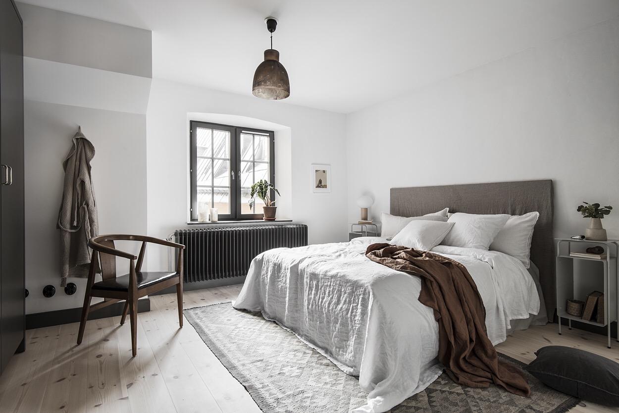 спальня кровать изголовье окно