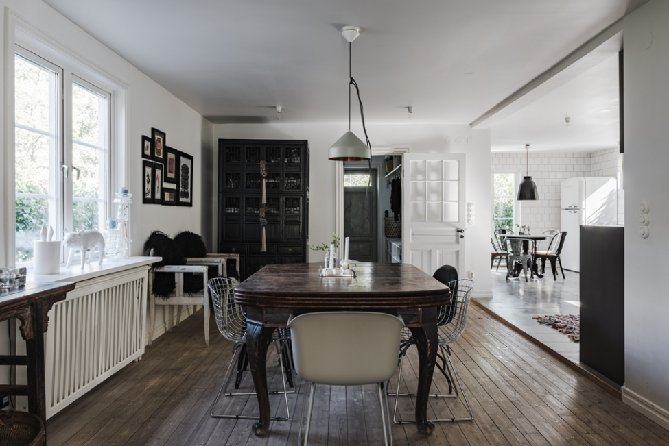 обеденный стол стулья деревянный пол