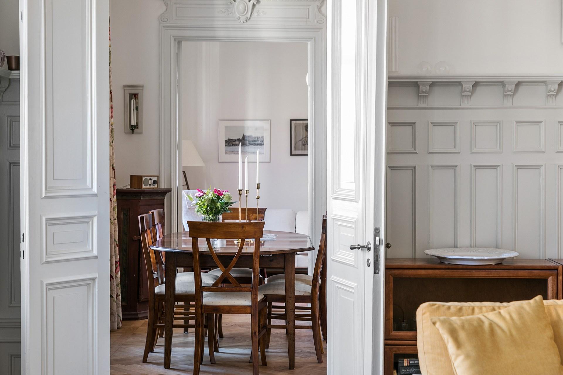 стол дверь стеновые панели
