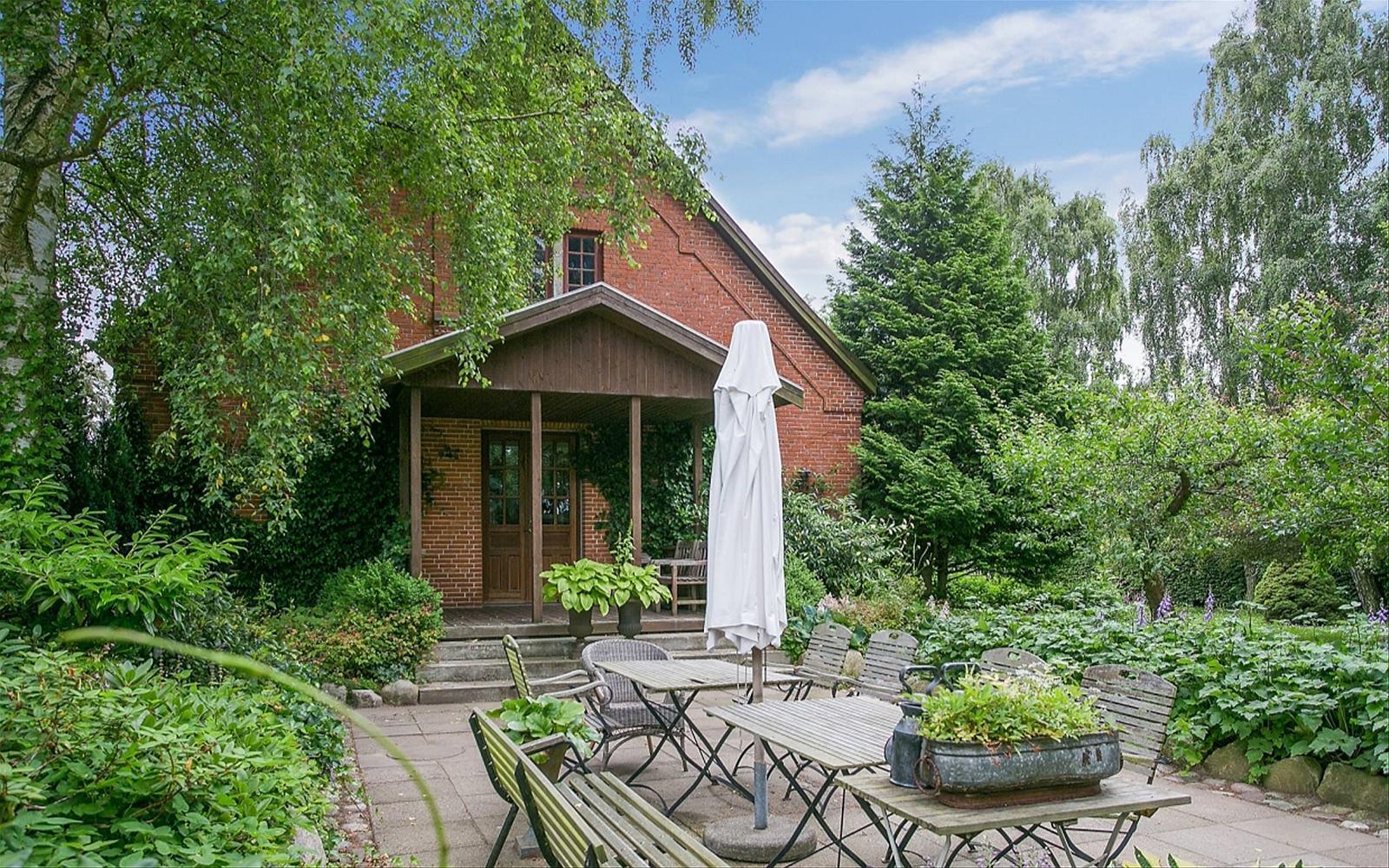 садовая мебель лавочки зонт дом крыльцо