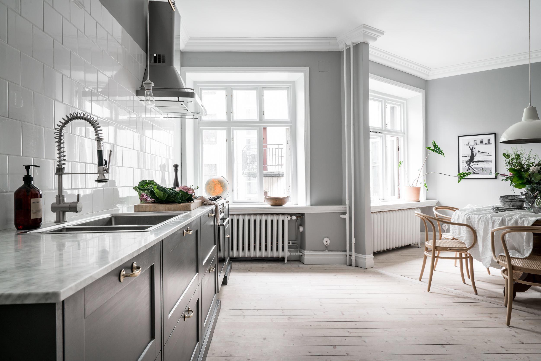 кухня гостиная окна наличники подоконники радиаторы отопления
