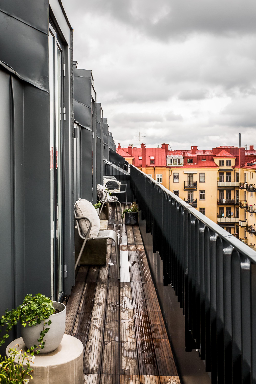 балкон деревянный настил перила
