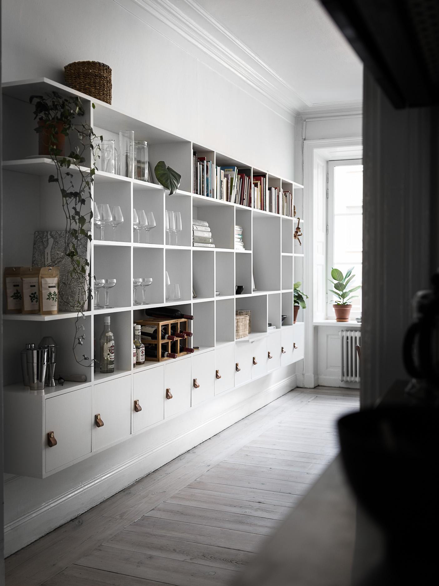 гостиная стеллаж с ящиками