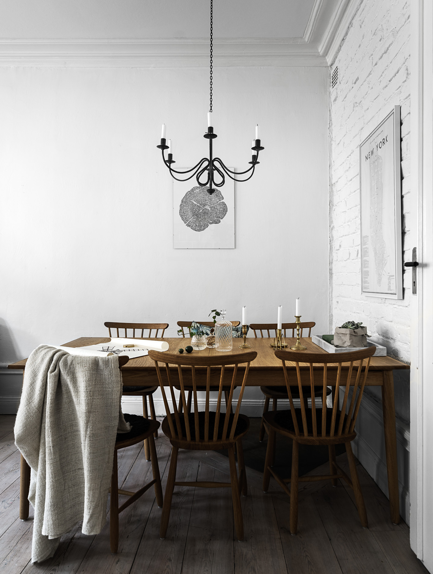 гостиная обеденный стол люстра над столом