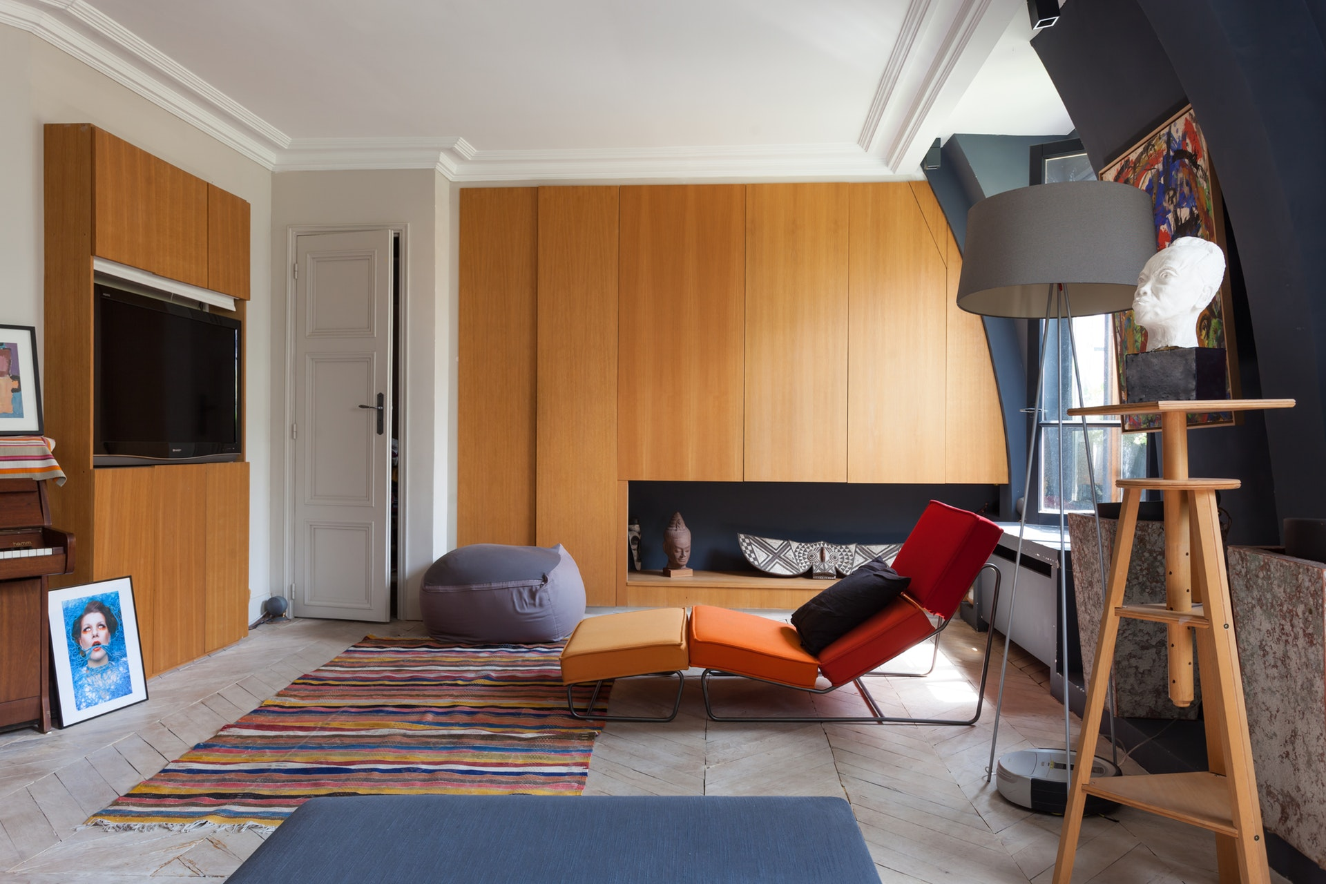 гостиная встроенный шкаф паркет елочка