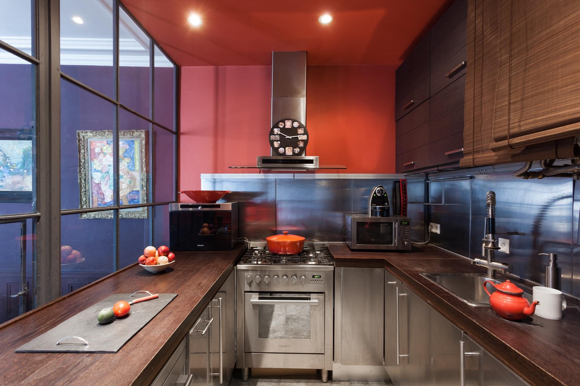 сварная стеклянная перегородка кухня стальные фасады нержавейка