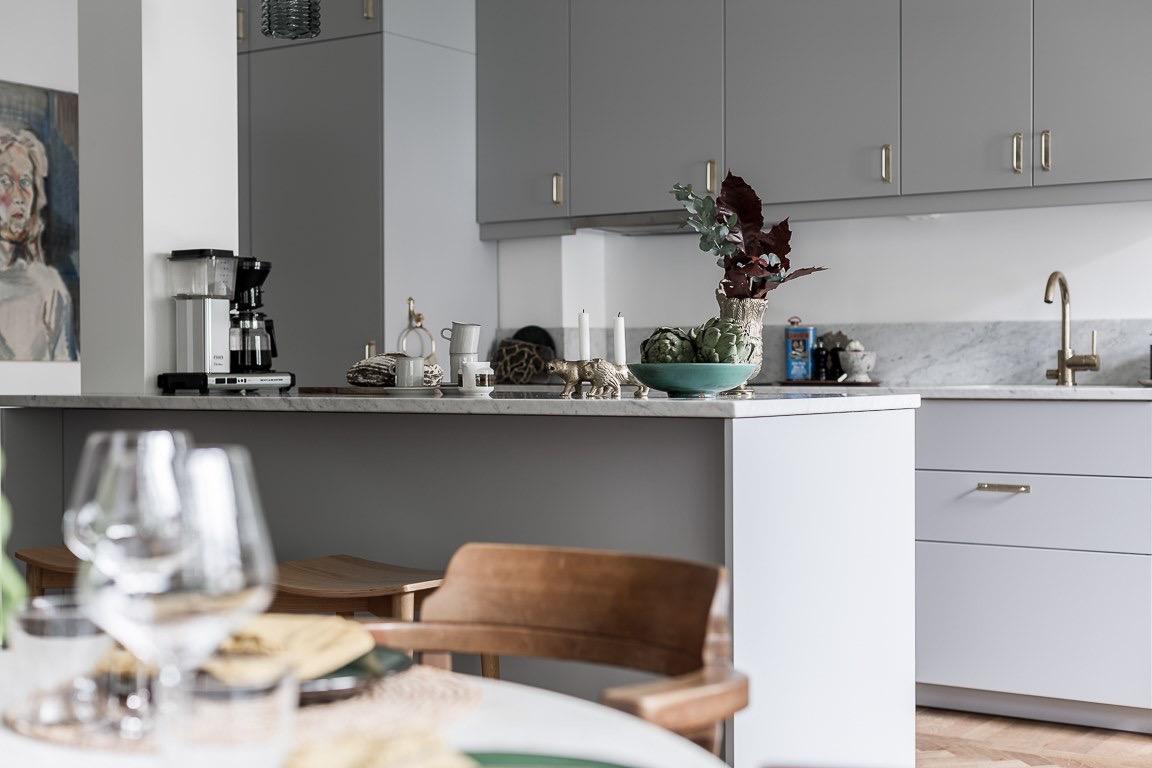 кухня кухонный остров барные стулья