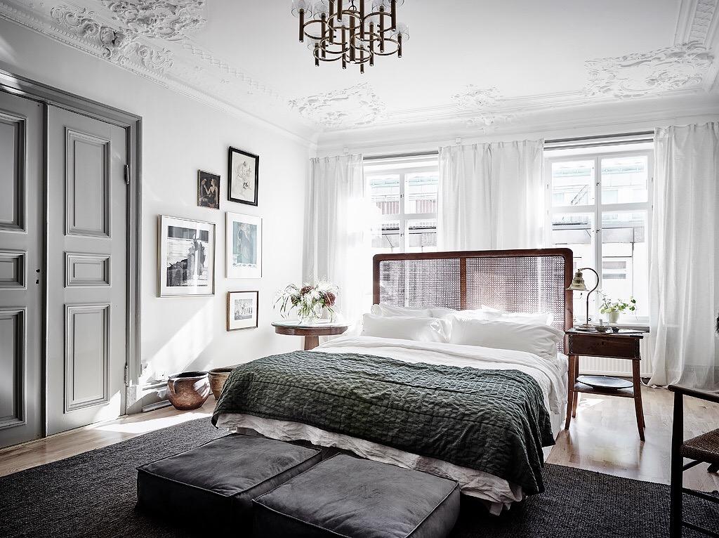 спальня прикроватные пуфики изголовье распашные двери