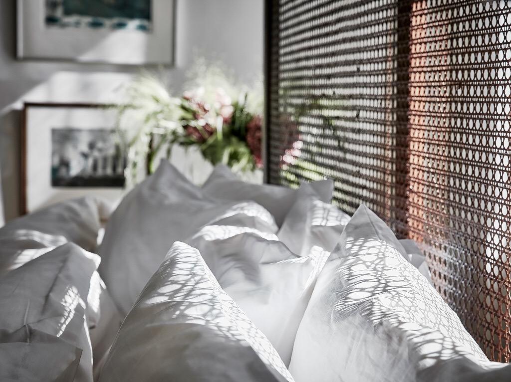кровать изголовье подушки