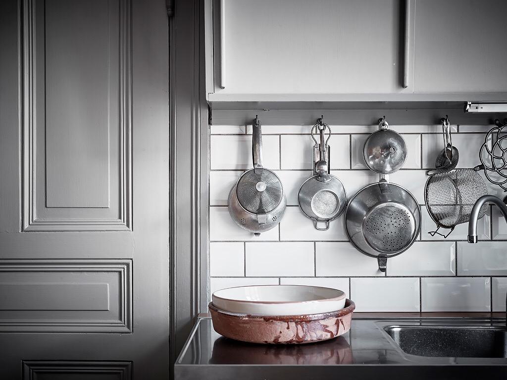 кухня фартук плитка кабанчик столешница мойка кухонная посуда