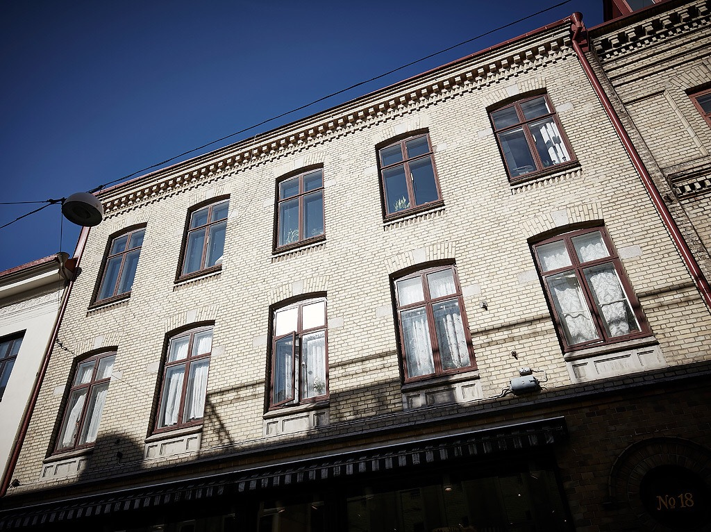 фасад кирпичного дома окна