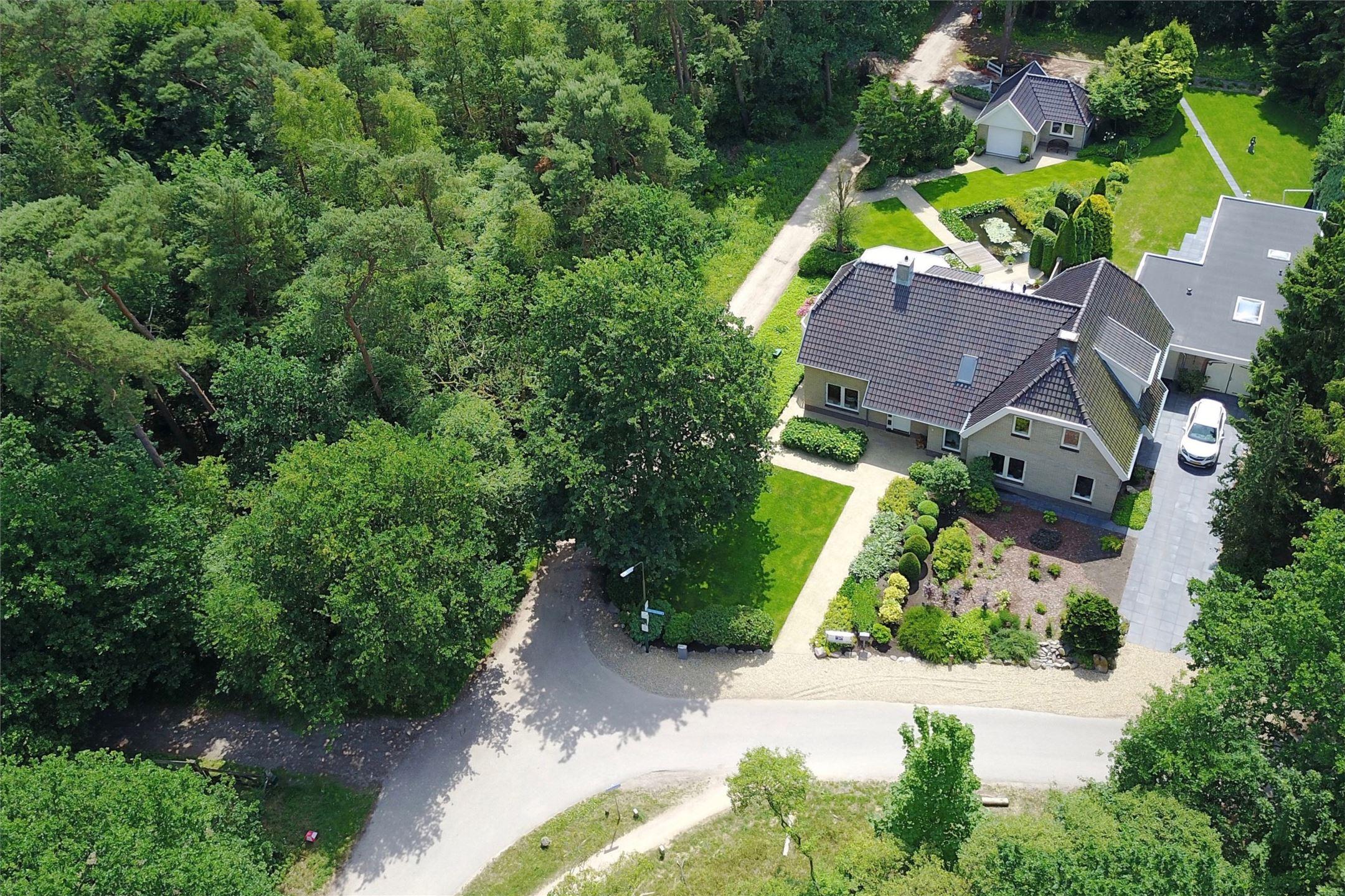 загородный дом вид сверху