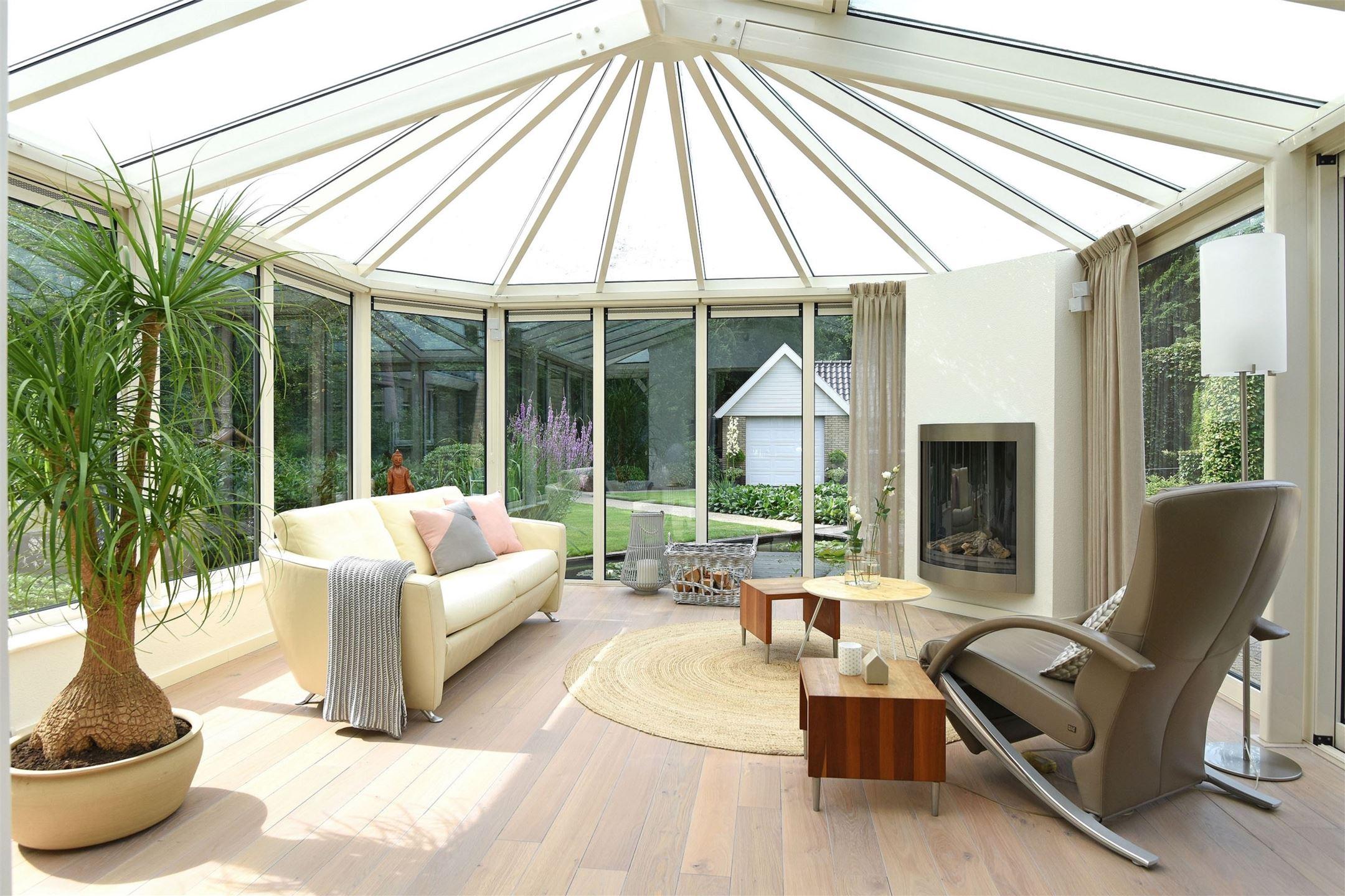 зимний сад стеклянная крыша купол камин комнатное дерево