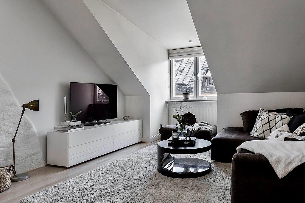 диван пуф телевизор комод торшер круглый столик корзина