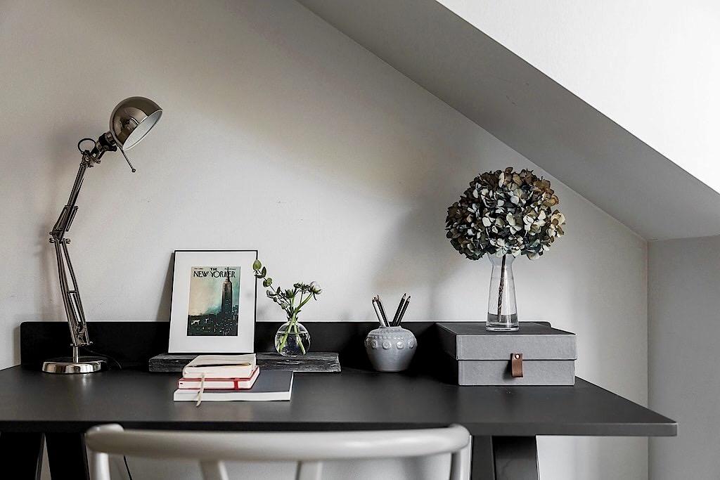рабочий стол лампа коробка ваза гортензия