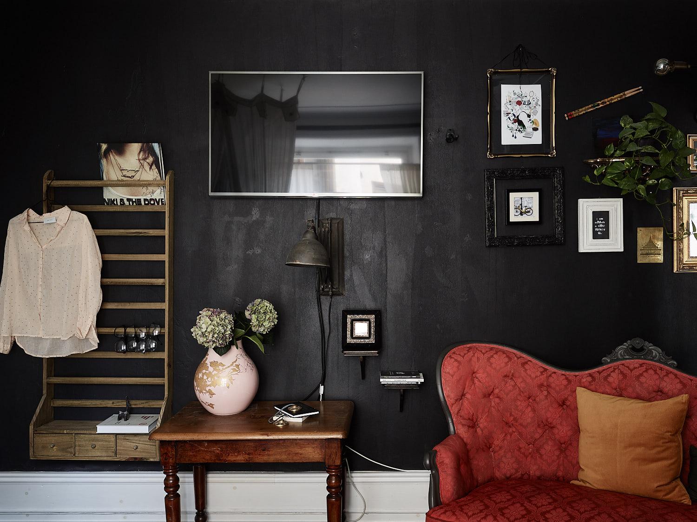 черная стена декор рамки
