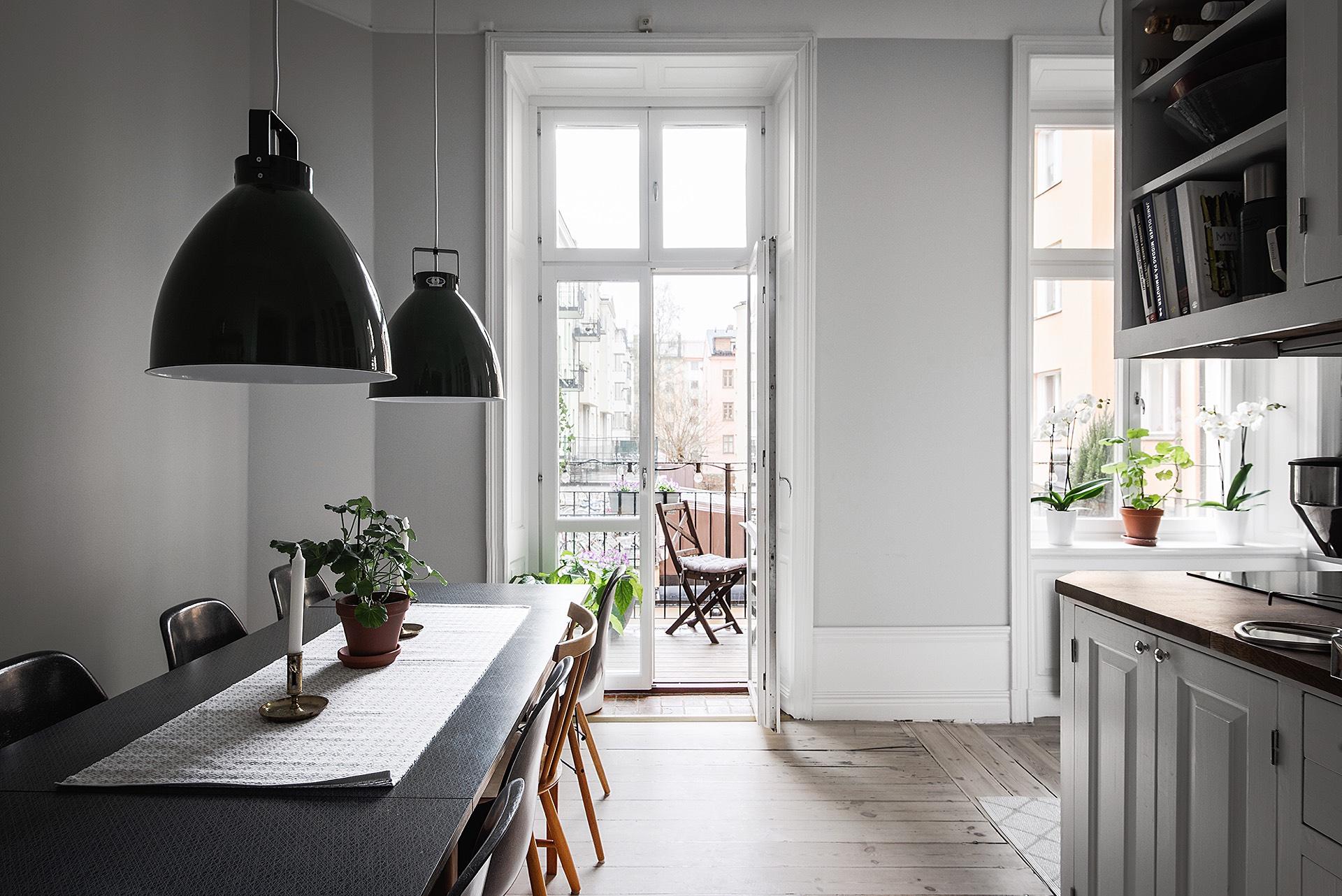кухня выход на балкон французские двери