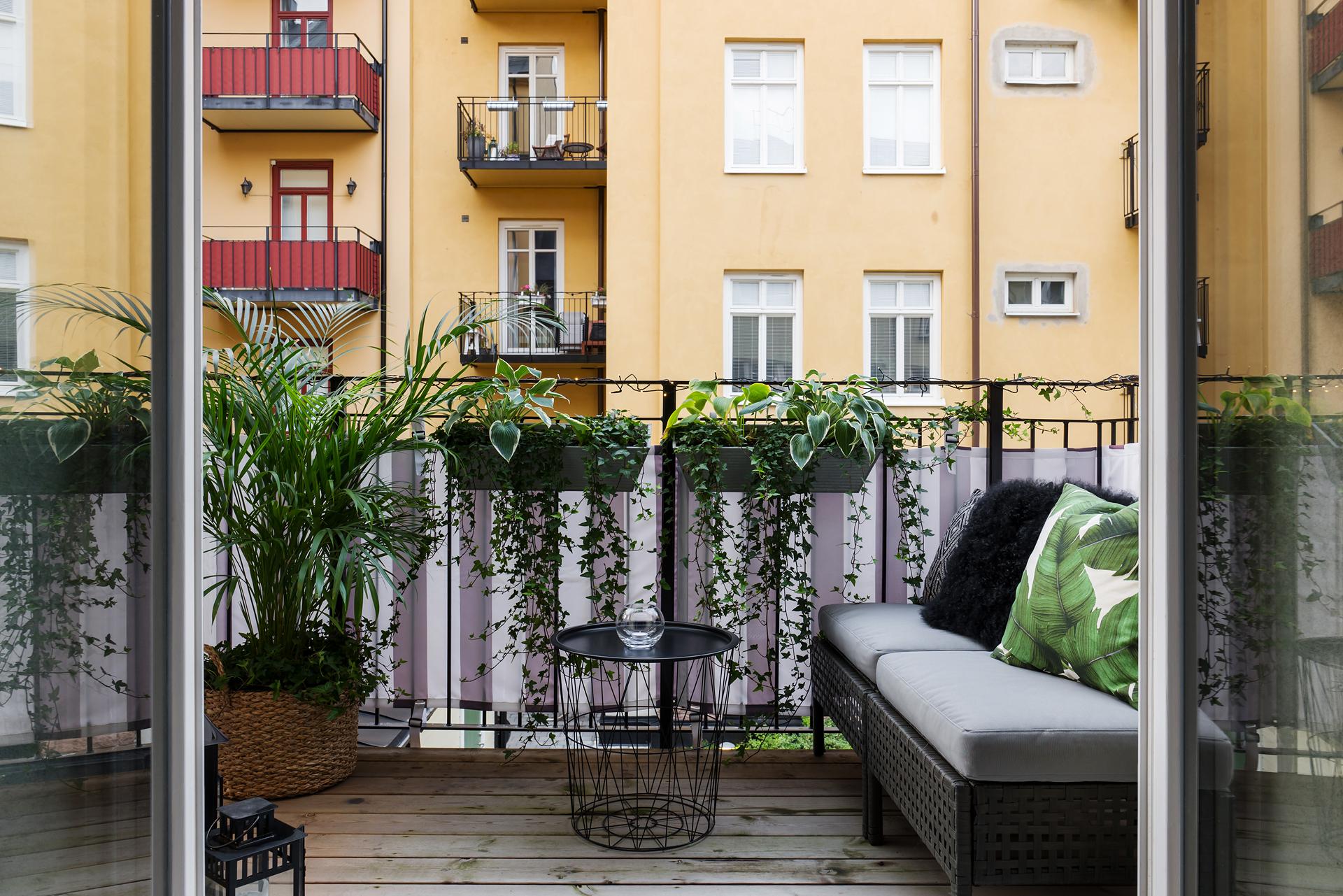 балкон цветы уличная мебель кашпо