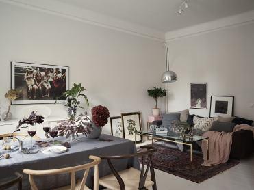 стол скатерть стулья декор ваза цветы серый диван подушки текстиль