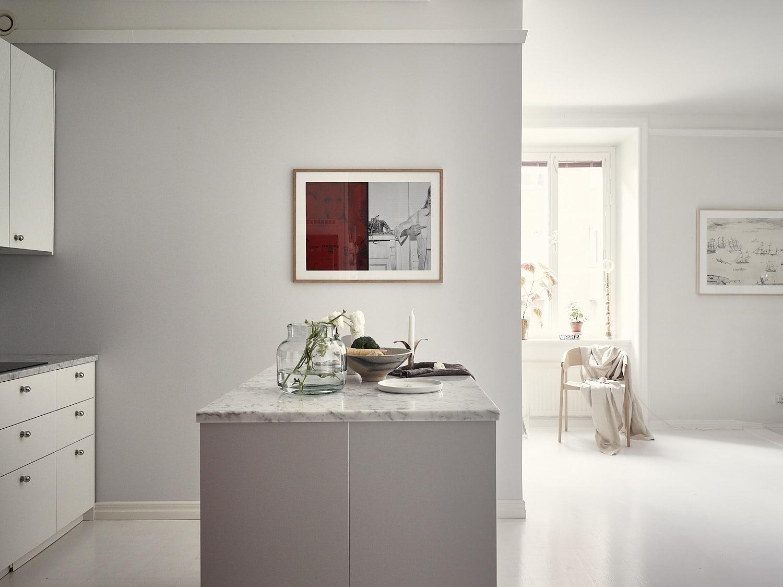 кухонный остров мраморная столешница посуда