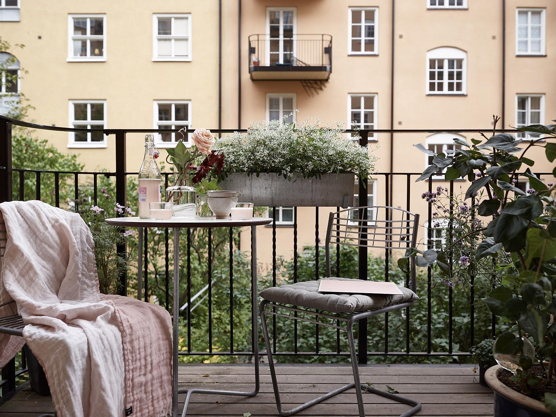балкон уличная мебель кашпо растения