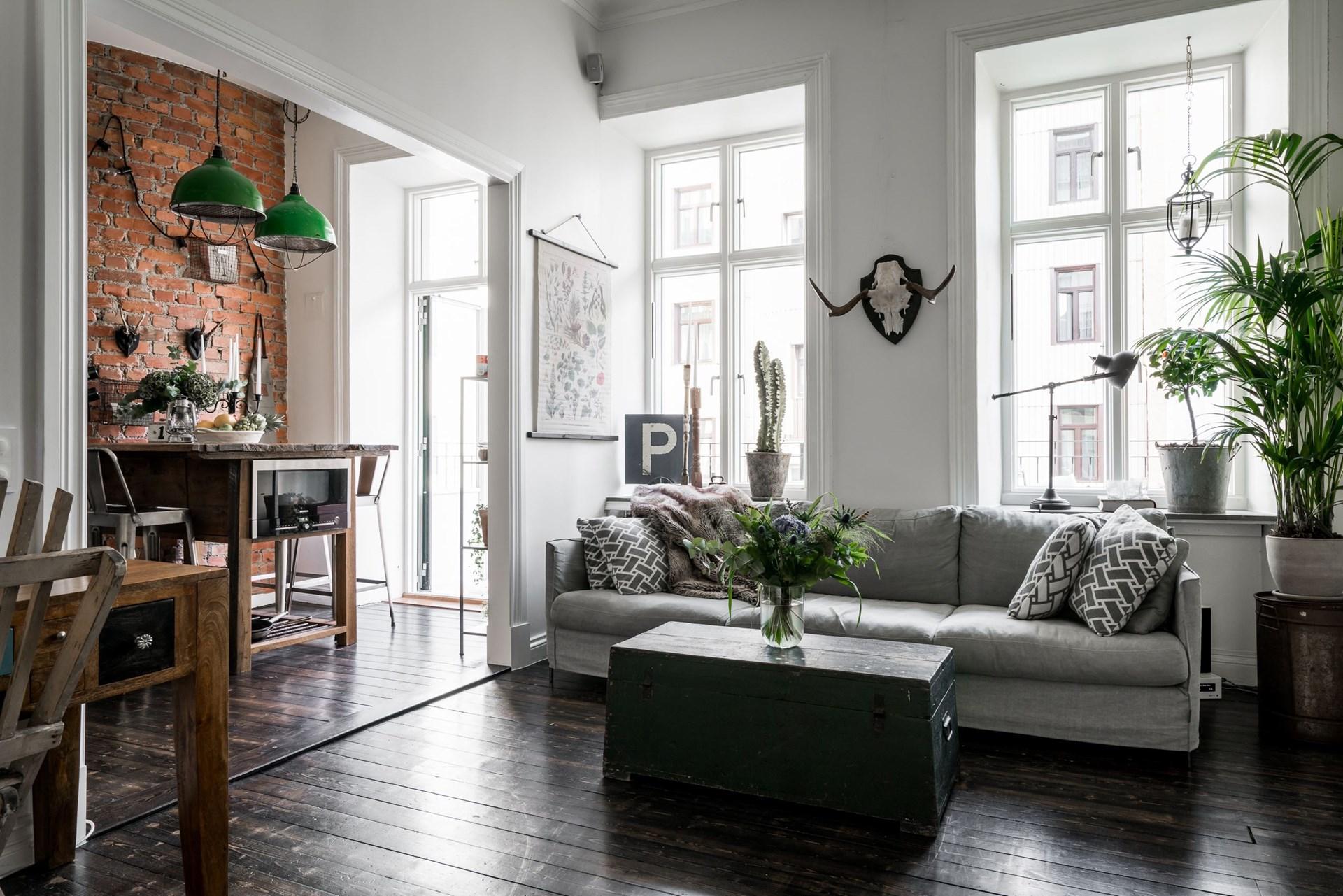 гостиная кухня темный деревянный пол