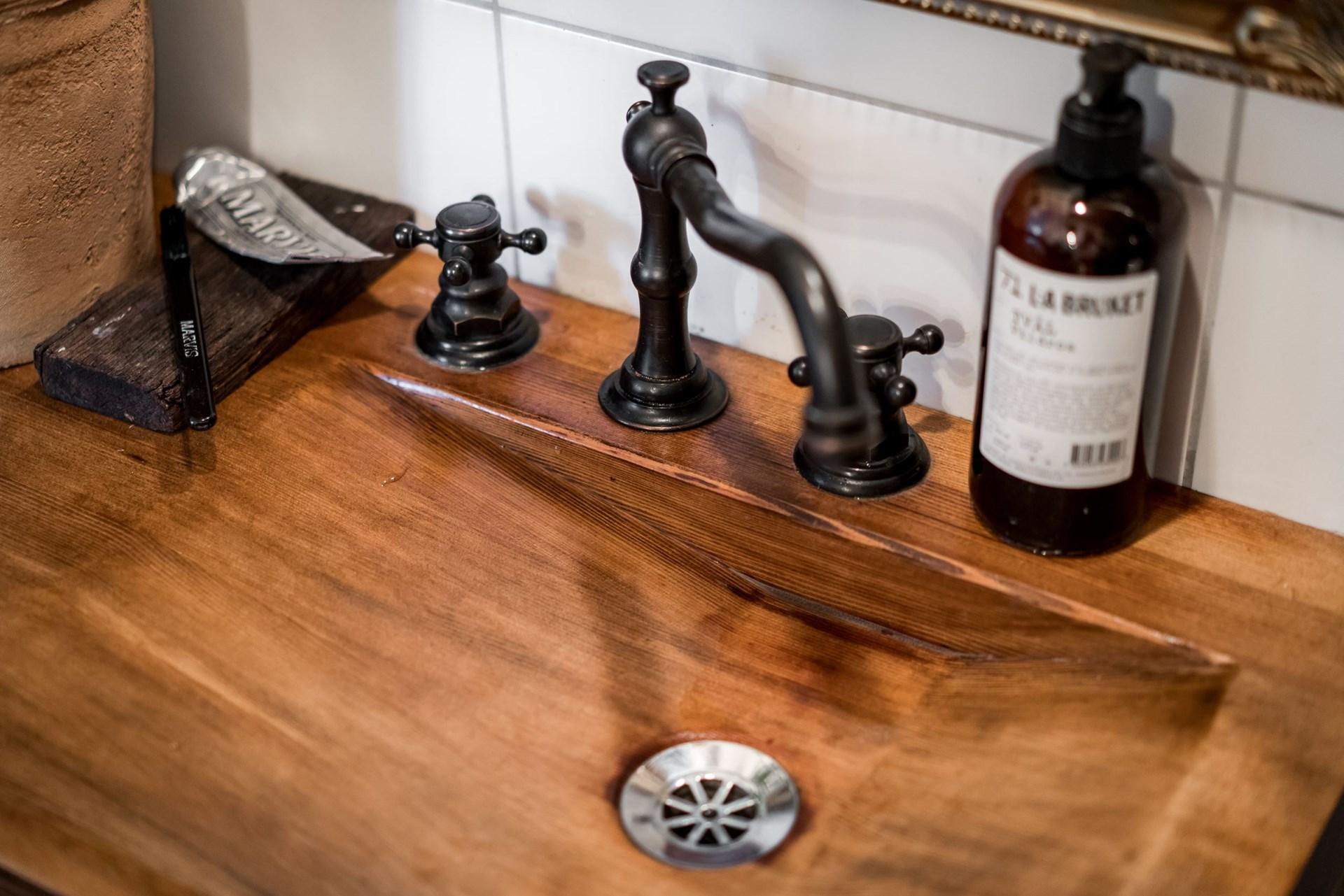 деревянная раковина смеситель