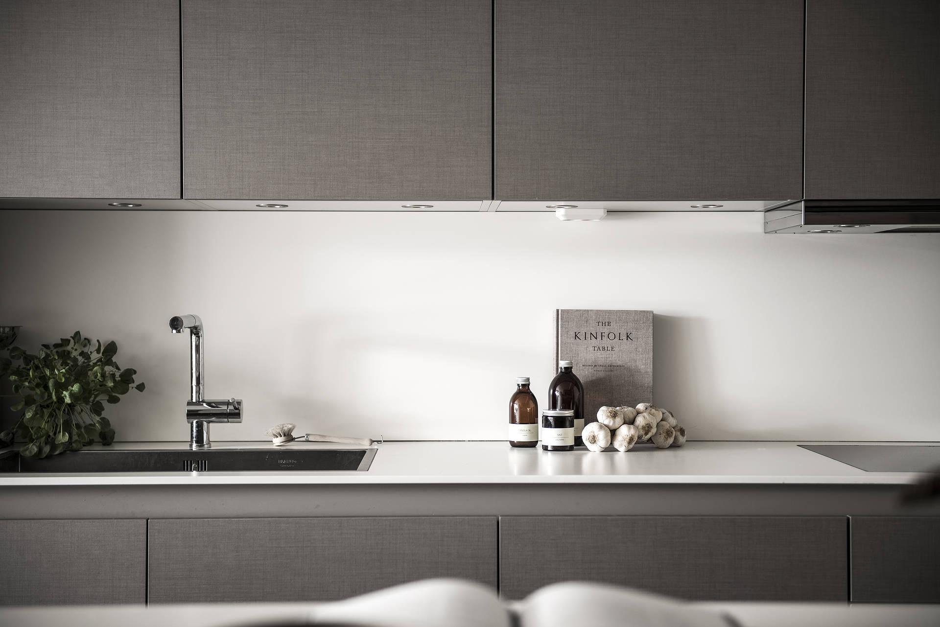 кухонная мебель подсветка столешница мойка смеситель