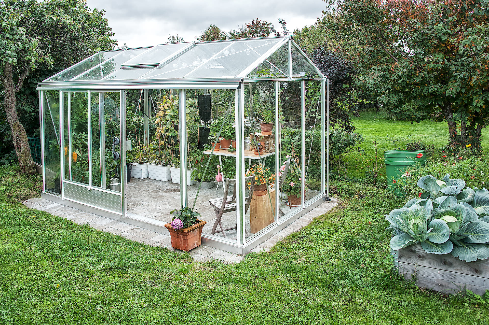 стеклянная теплица зимний сад огород ящики газон